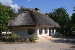 Cottage dell'acacia e del daub immagini stock