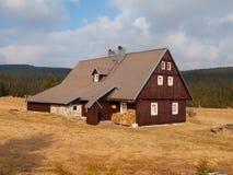 Cottage della montagna (casa del letame) fotografia stock