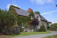 Cottage della pietra di Lingua gallese immagine stock