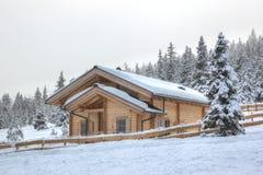 Cottage di festa, paesaggio alpino Fotografia Stock Libera da Diritti