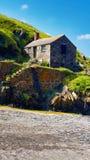 Cottage di Fishermans alla baia del montante immagini stock