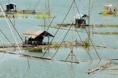 Cottage di galleggiamento, pesca governante Immagine Stock
