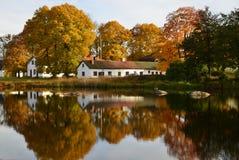 Cottage di Lakeside Fotografie Stock Libere da Diritti