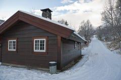 Cottage di legno isolato immagine stock