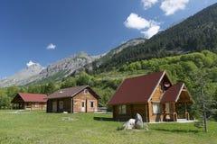 Cottage di legno nelle alpi fotografie stock libere da diritti