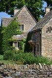 Cottage di pietra rovinato immagine stock