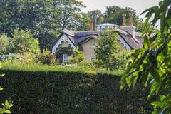 Cottage di vecchio stile vicino al monticello del ` s di Konol Henry, Richmond Park, Londo fotografie stock