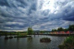 cottage di vista del lago fotografia stock libera da diritti