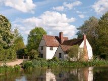 Cottage du ` s de Willy Lott dehors dans le moulin de flatford dans le compte d'agent de police Images libres de droits