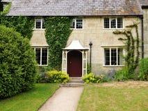 Cottage inglese con il giardino attraente fotografia for Planimetrie inglesi del cottage