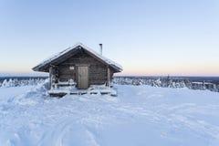 Cottage en hiver Image libre de droits