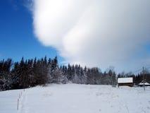 Cottage en hiver Photo libre de droits
