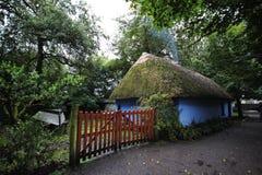 Cottage en parc de gens de Bunratty Image libre de droits
