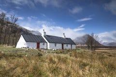 Cottage, Glencoe, altopiani scozzesi fotografie stock libere da diritti