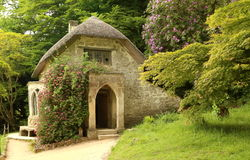 Cottage gotico nel giardino di Stourhead, in Inghilterra Fotografia Stock Libera da Diritti