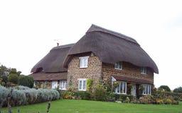 Cottage inglese del lato del paese Fotografia Stock Libera da Diritti