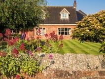 Cottage inglese del paese del villaggio Fotografia Stock Libera da Diritti