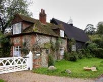 Cottage inglese del villaggio immagine stock libera da diritti