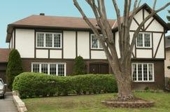 Cottage inglese di tudor di stile Fotografia Stock Libera da Diritti