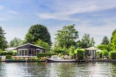 Cottage laterale del fiume Fotografia Stock