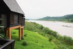 Cottage laterale del fiume Immagine Stock Libera da Diritti