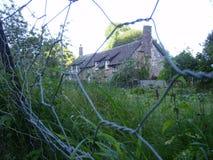 Cottage nascosto del paese Fotografia Stock Libera da Diritti