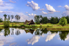 Cottage nel lago Immagini Stock