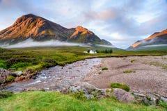 Cottage nelle montagne Fotografia Stock Libera da Diritti