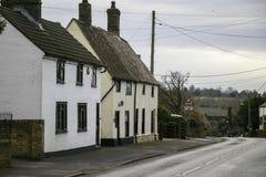 Cottage ricoperti di paglia in villaggio inglese in Cambridgeshire Immagine Stock Libera da Diritti