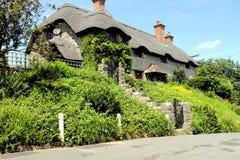 Cottage ricoperto di paglia, Godshill, isola di Wight immagini stock