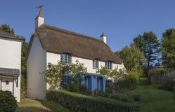 Cottage ricoperto di paglia a speranza interna, baia di speranza, Devon, Inghilterra fotografia stock