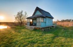 Cottage ricoperto di paglia sulla Norfolk Broads fotografie stock