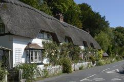 Cottage ricoperto di paglia a Wherwell hampshire l'inghilterra Immagini Stock Libere da Diritti