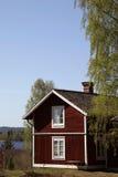 Cottage rosso svedese tipico Immagini Stock