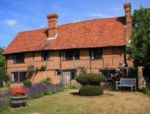 Cottage rustico del legname e del mattone Immagini Stock Libere da Diritti
