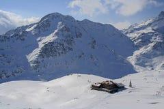 Cottage sotto le alpi, Italia Immagini Stock Libere da Diritti