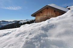 Cottage sotto neve Fotografia Stock Libera da Diritti