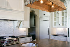 Cottage style white kitchen Royalty Free Stock Images