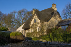 Cottage with thatched roof in historic Castle Combe Royalty Free Stock Photos