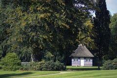 Cottage in un parco Fotografia Stock Libera da Diritti