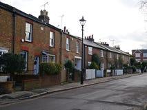 Cottage vittoriani del mattone in strada di Sandycombe in Twickenham fotografia stock libera da diritti