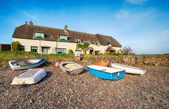 Cottages au déversoir de Porlock Images stock