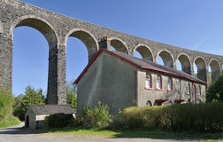 Cottages beneith Cynghordy Viaduct Stock Photo