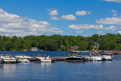 Cottages and boats on Lake Muskoka in Ontario Royalty Free Stock Photos