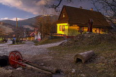 Cottages dans le petit village photo libre de droits