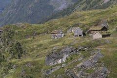 Cottages dans les montagnes Images libres de droits