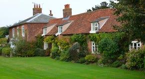 Cottages de brique rouge au Suffolk Angleterre d'Orford Photographie stock libre de droits