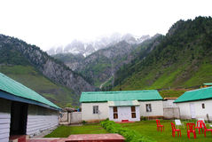 Cottages in Himalayan landscape Royalty Free Stock Photos