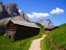 Cottages in mountain's path Royalty Free Stock Images