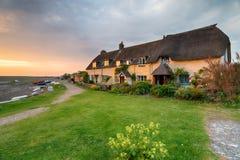 Cottages pittoresques au déversoir de Porlock Images stock